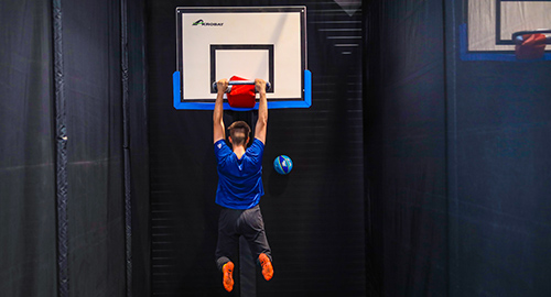 Un mélange de basket ball et de trampoline, c'est la dunk zone, pour dunker comme un pro !