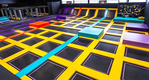 Le main court, c'est la zone principale avec plus de 40 trampolines pour jumper