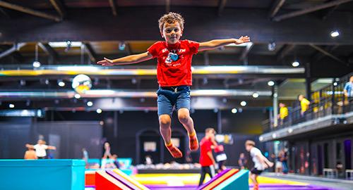 La zone kids freestyle est dédiée aux enfants de 5 et 6 ans avec des trampolines spécifiques.