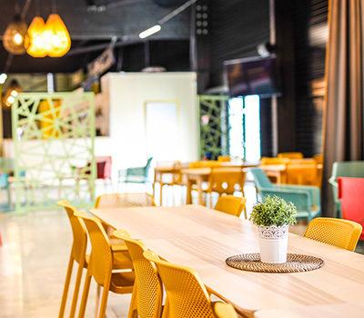 L'upper café est un espace au calme avec wifi, boissons et restauration.